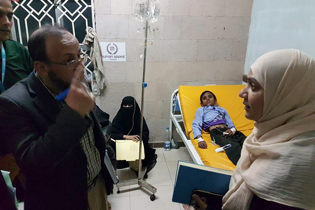 © UNICEF Yemen/2017/MadhokUNICEF's Dr Fouzia Shafique, Chief of Health and Nutrition, visits a hospital in Sana'a where cholera patients are being treated. The doctor there explains the shortages in medicines and other supplies.