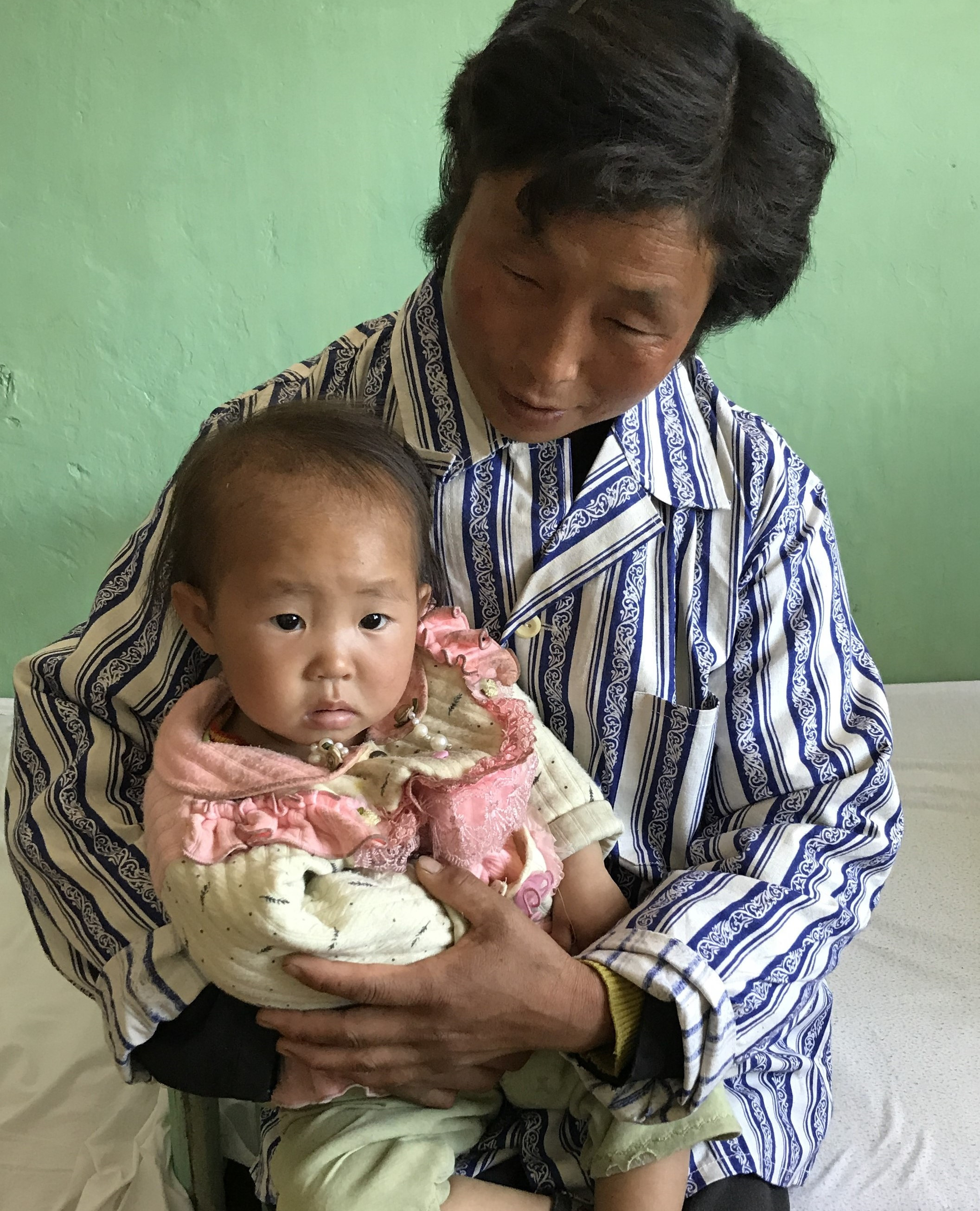 ©UNICEF/2017/Rahimov Ri Haing Pok, 2 years, and her mother benefitting from better treatment through improved IMNCI.